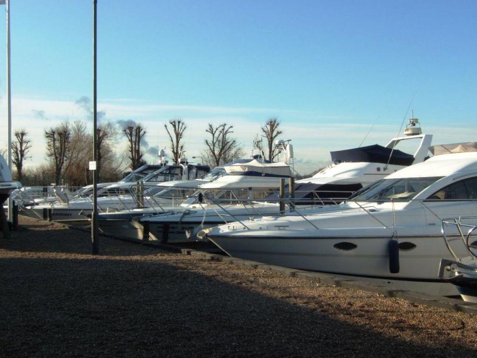 Boats moored up at Newark Marina