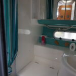 Sealine S34 - Heads comprising toilet, wash hand basin and shower