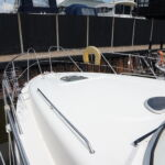 Sealine S34 - Forward decks with pulpit and grab rails